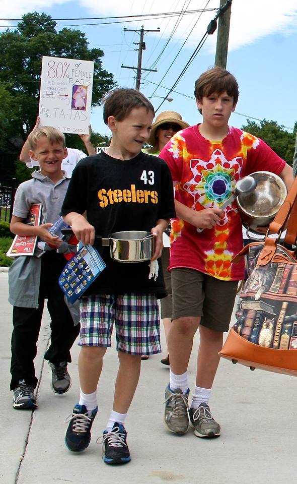 March kids with drums